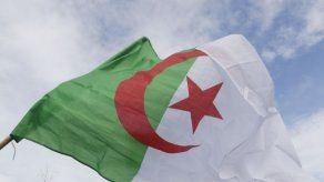 Argelia relaja el confinamiento para salvar la economía