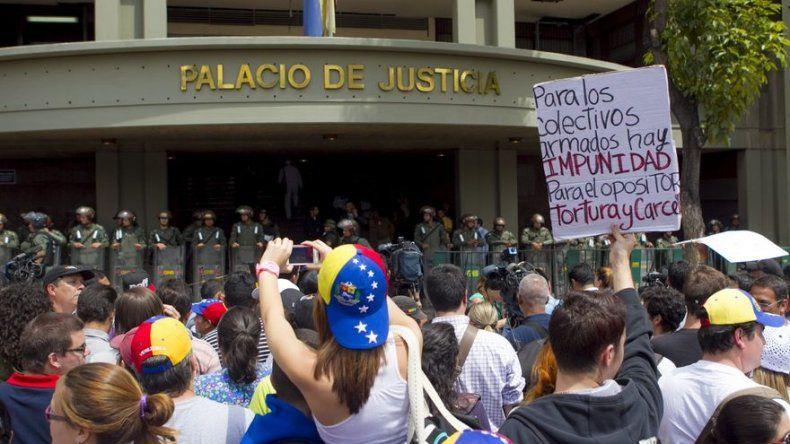 Oposición venezolana confirma orden de captura a otro político de sus filas