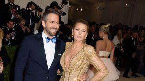 Ryan Reynolds y Blake Lively donan 500 mil dólares a refugios para jóvenes en Canadá