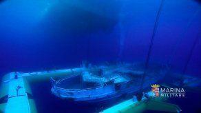 Extraen decenas de restos de la carcasa hundida en el Mediterráneo