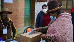 Bolivianos arrancan elección presidencial
