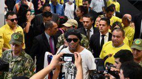 Ronaldinho fue interrogado en Paraguay por usar documento falso