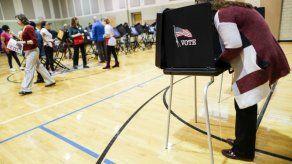 Centros de votación empiezan a cerrar en este de EEUU