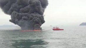 Embarcación se incendia cerca del rompeolas de Isla Flamenco