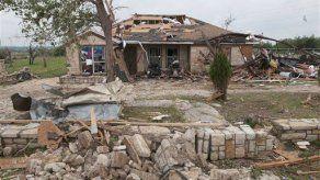 Hallan a desaparecidos tras tornados en Texas