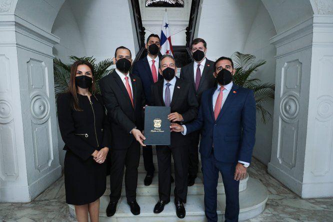 Durante la firma se contó con lapresencia del presidente de la República