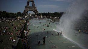 Ola de calor que azota a Europa provoca cierre de escuelas