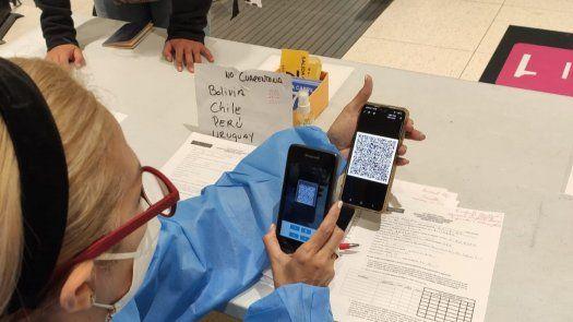 Al terminar de completar la solicitud del Trámite de Declaración Jurada de Salud Digital, cada viajero recibirá un código QR a través de un PDF adjunto, que deberá mostrar a su llegada a Panamá.