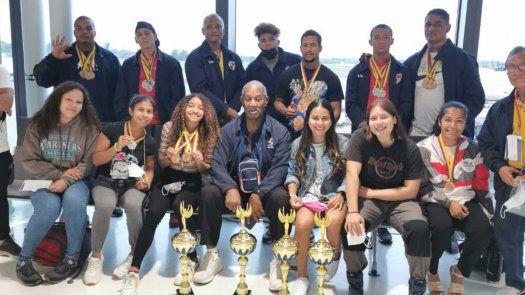Equipo panameño de pesas regresa con medallas y trofeos