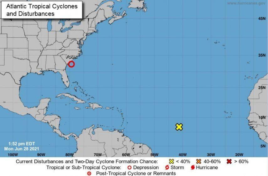 El NHC indicó que la depresión tropical se encuentra unas 145 millas (235 kilómetros) al este-sureste de Beaufort (Carolina del Sur)