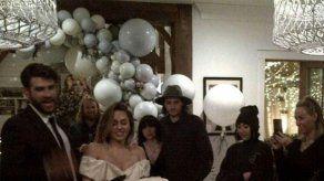 La familia de Miley Cyrus ya puede felicitarla públicamente por su boda con Liam Hemsworth