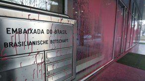 Vandalizan la embajada brasileña en Berlín