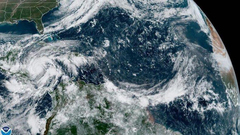 Eta es ya un huracán y crecerá antes de acercarse a Nicaragua y Honduras