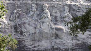 Un monumento a la Confederación está protegido por su tamaño