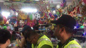 Inspeccionan comercios que se dedican a vender juegos pirotécnicos en Avenida B