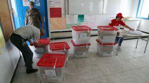 Dos candidatos a la presidencia de Túnez deciden retirarse a última hora