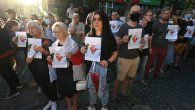 Centenares de personas, principalmente bielorrusos exiliados en Kiev, se reunieron frente a la embajada de este país con retratos de Shishov y las banderas rojas y blancas características de la oposición.