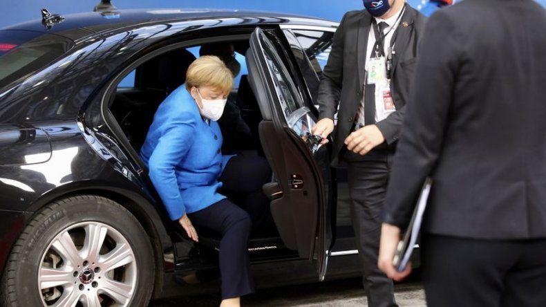 Líderes de UE reanudan cumbre gruñona sobre presupuestos
