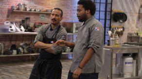Armando y Carlos Lucas se enfrentan en un reto de Ramen de pollo
