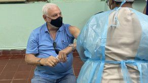 Expresidente Martinelli recibe primera dosis de vacuna contra el COVID-19