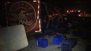 Camión que transportaba cerveza se volcó en la vía Centenario