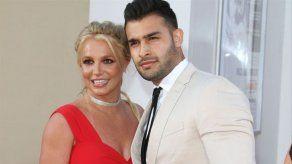 El novio de Britney Spears critica públicamente al padre de la cantante por controlar su relación