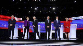 Todo listo para debate demócrata