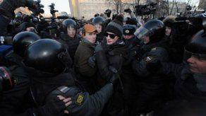 Policía detiene a líderes opositores durante concentración anti-Putin