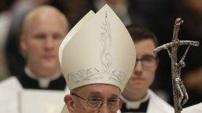 El papa concluye su retiro espiritual con una donación a los pobres de Alepo