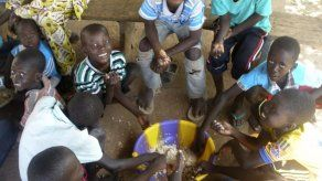 El Ébola cambia las costumbres tradicionales en Mali