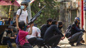 Manifestantes de Myanmar protestan con huevos de Pascua