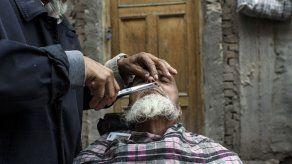 China prohíbe llevar barba o velo en Xinjiang para frenar el extremismo