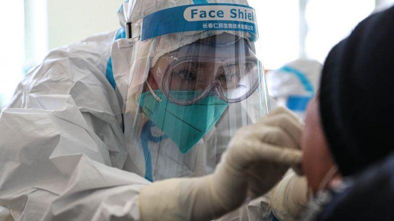 Un año de coronavirus: 82 millones de contagios y 1,8 millones de muertos