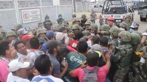 Aumenta a 24 cifra de muertos por explosión en planta petroquímica en México