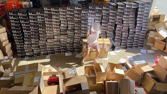 Ejecutiva de Nike dimite tras conocerse que su hijo opera negocio de reventa de zapatillas