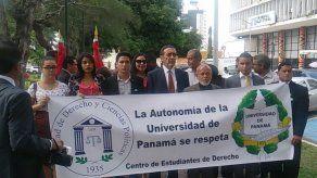Autoridades de la Universidad de Panamá presentan querella contra la Policía Nacional