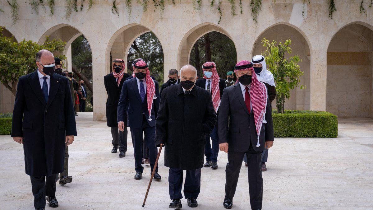 El rey Abdalá II hizo esa petición a las autoridades judiciales, como padre y hermano de todos los jordanos, en este mes de tolerancia y piedad durante el cual queremos que todos estén junto a sus familias, según la nota de la Corte.