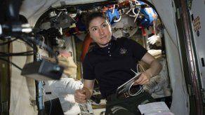 Mujer astronauta pasará 11 meses en el espacio