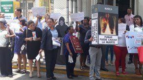"""Funcionarios del Minsa protestan contra proyecto de """"ley antitabaco"""""""