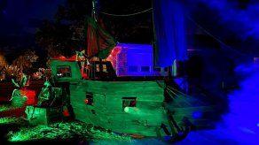 Florida: Hombre crea barco pirata con escombros de huracán