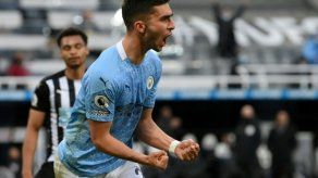 Manchester City vence a Newcastle 4-3 con triplete de Torres