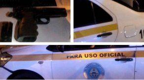 Funcionario conducía auto de la ATTT ebrio y portando arma de fuego sin permiso