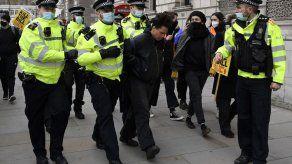 107 arrestados en Gran Bretaña en protesta contra reforma
