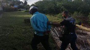 Capturan a un hombre cometiendo delito ambiental en manglares en Coco del Mar