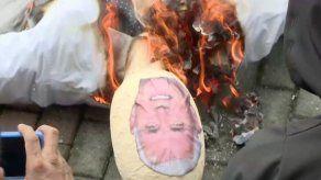 Queman muñeco con cara de Pence en protesta por su visita a Panamá