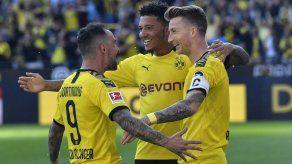 Alcácer anota de nuevo y Dortmund vence a Leverkusen 4-0